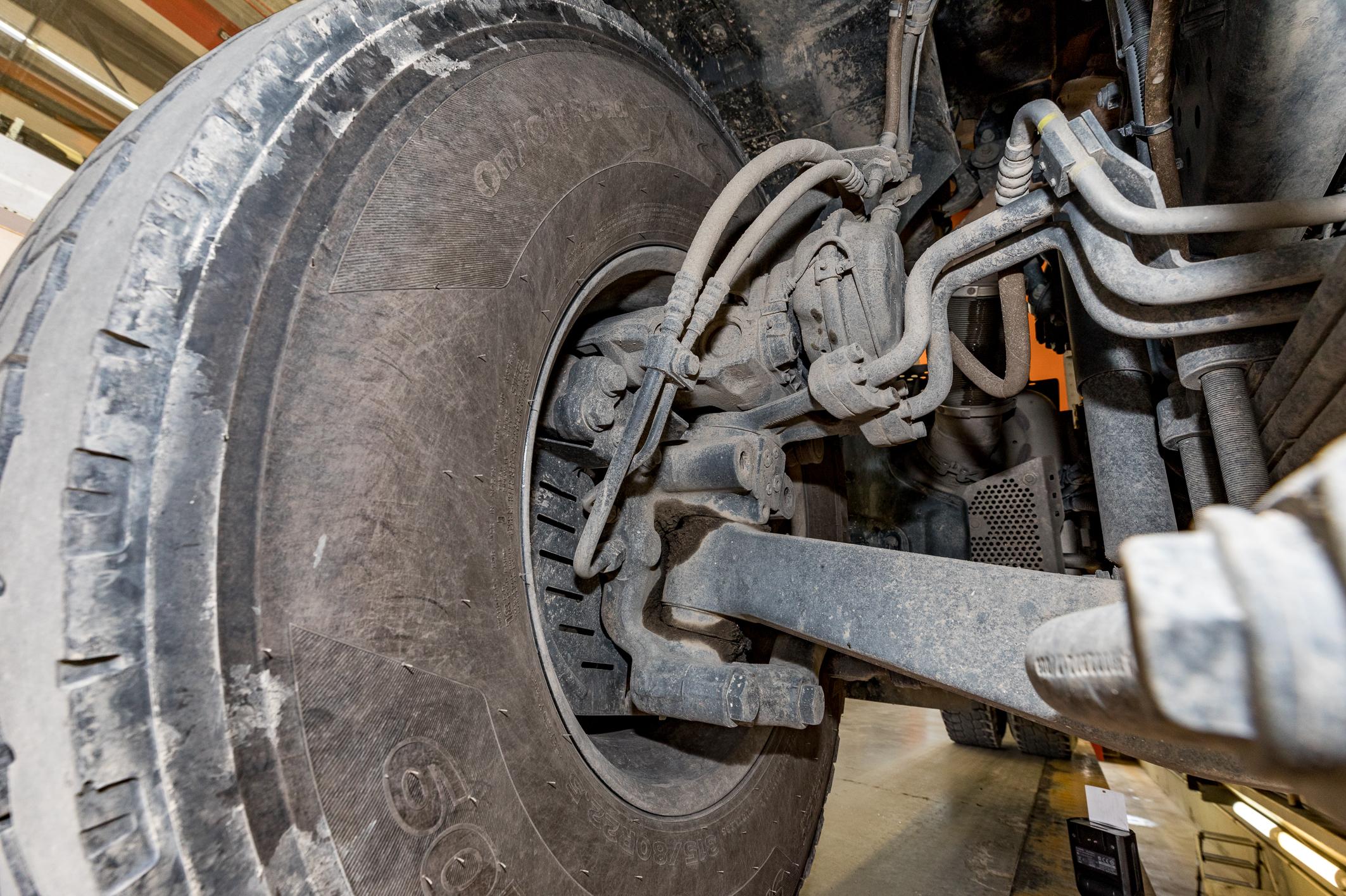 <p>Mercedes gebruikt draaidoorvoeren voor de hydrauliek.</p>