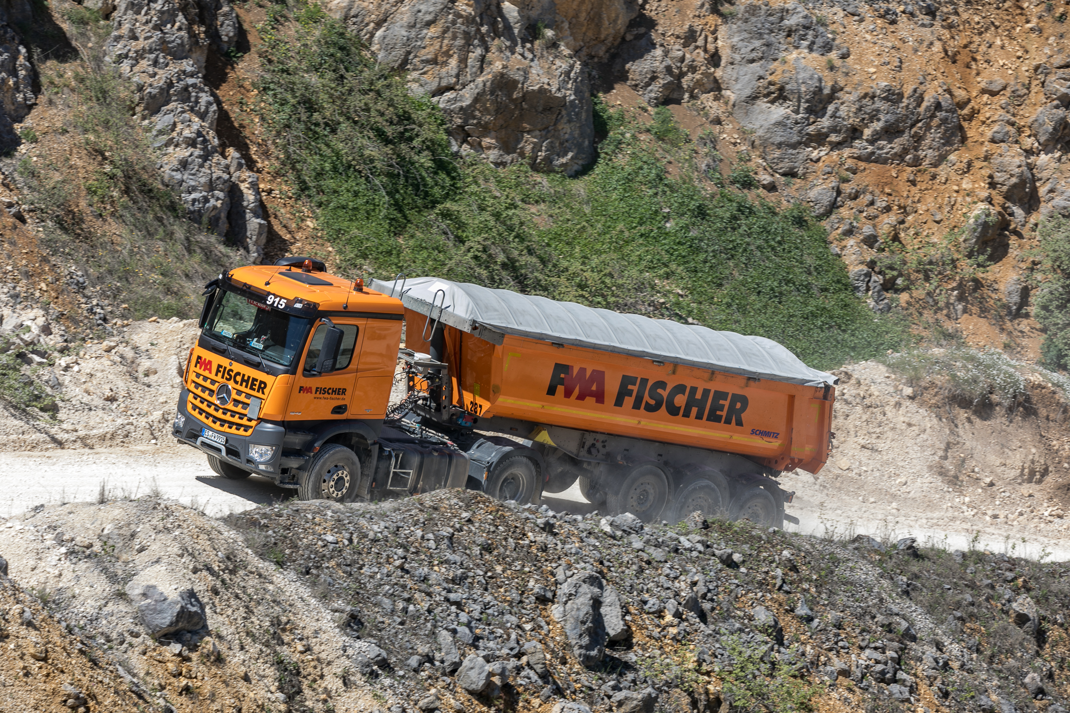 <p>De Arocs is een klantenvoertuig met ruim een ton op de klok.</p>