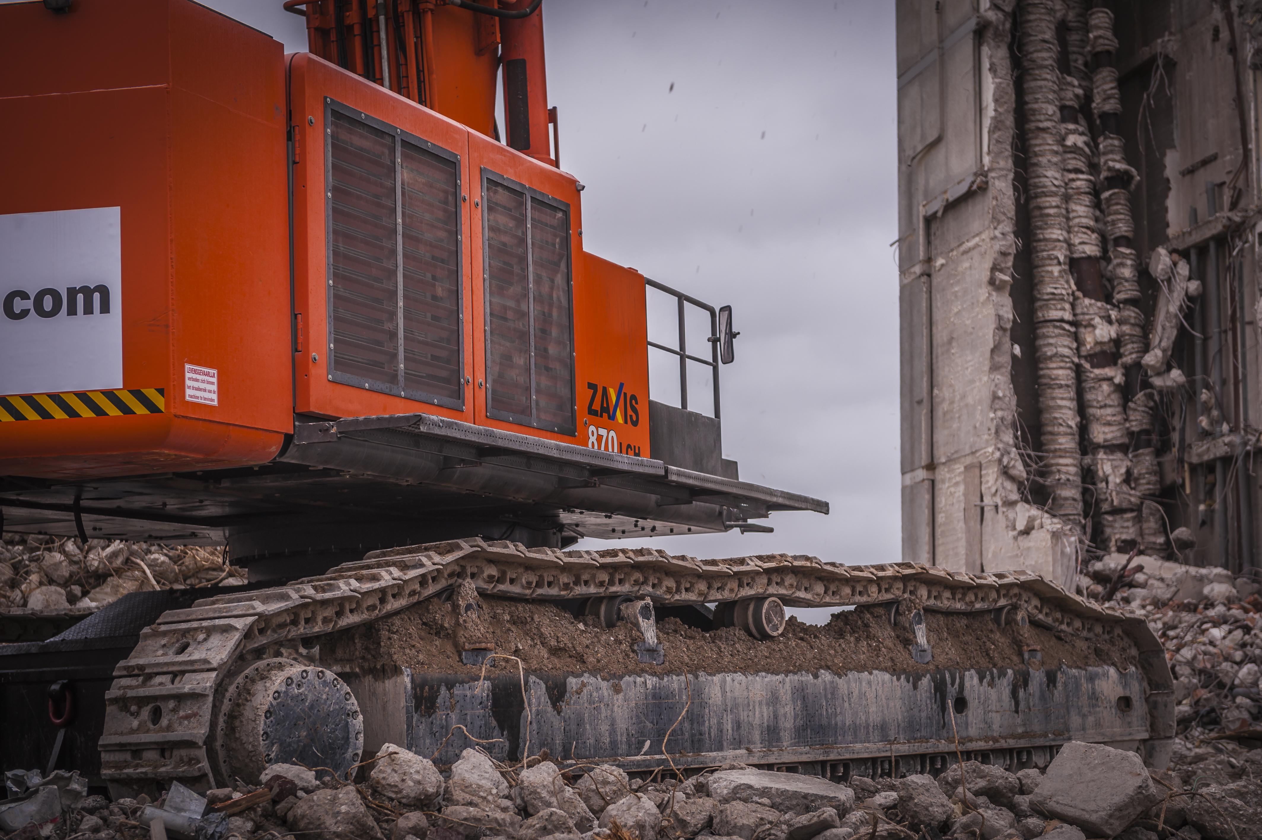 <p>Het is een imposante ervaring om de 140 ton zware en immens grote Hitachi aan het werk te zien.</p>