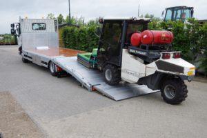 Veldhuizen heeft een oprijvrachtwagen met knikkende laadvloer ontwikkeld. Het laadvermogen van de knikkende DAF LF is 10 of 11,5 ton.