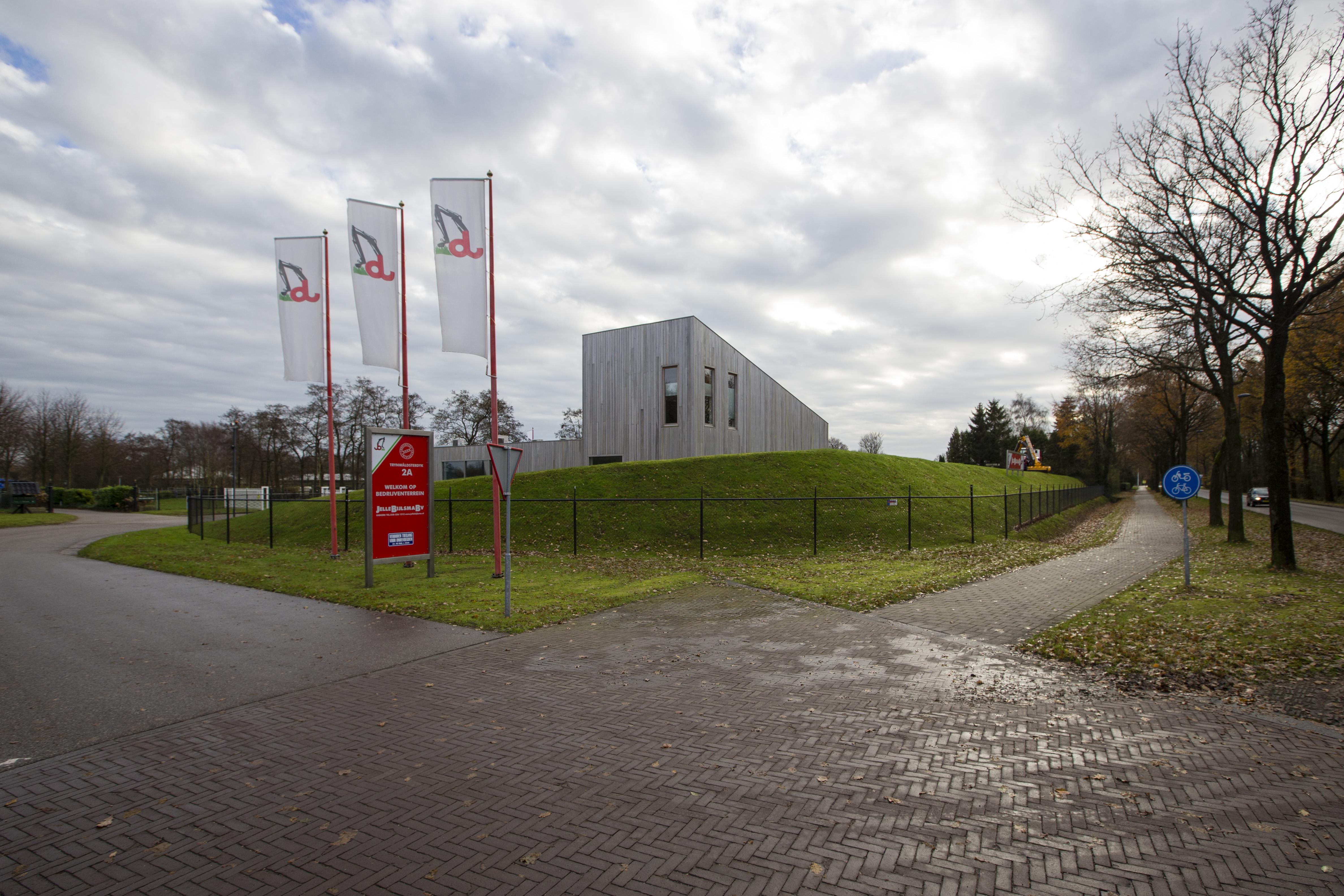 <p>Duurzaamheid troef bij Jelle Bijlsma. Het nieuwe gedeelte van het kantoor is gebouwd met duurzame materialen en voorzien van een sedumdak.</p>