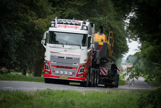 Het machinevervoer organiseert Jelle Bijlsma ook zelf onder de naam Transportbedrijf Noord Friesland.