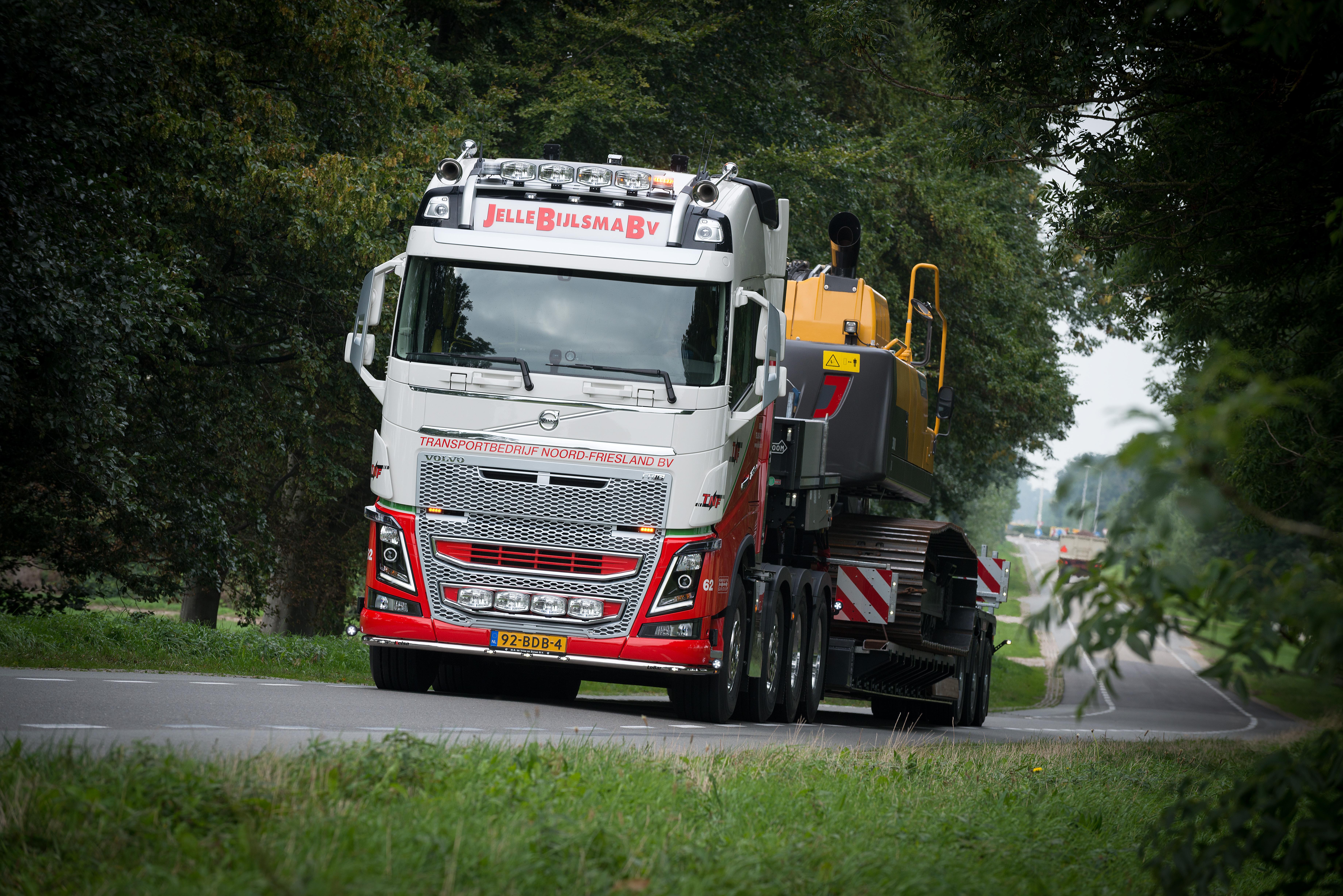 <p>Het machinevervoer organiseert Jelle Bijlsma ook zelf onder de naam Transportbedrijf Noord Friesland.</p>