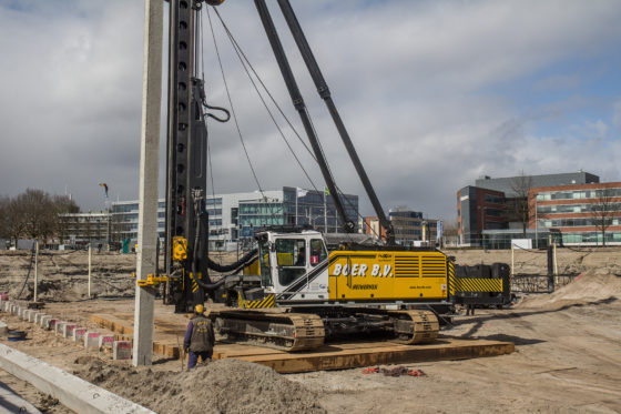 Aangescherpte normen vergroten de vraag naar zwaarder heiwerk, merkt Boer B.V. Reden voor het bedrijf om te investeren in een zwaardere heistelling: de Junttan PMx28. De eerste in Nederland en in de uitvoering met 10-tons hamer en 30 ton makelaarscapacite