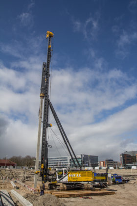 De PMx28 is de grootste in z'n soort die Junttan bouwt, en geleverd door Van den Heuvel in Werkendam. Af fabriek werd de machine een slag zwaarder uitgevoerd dan het topmodel tot nu was.
