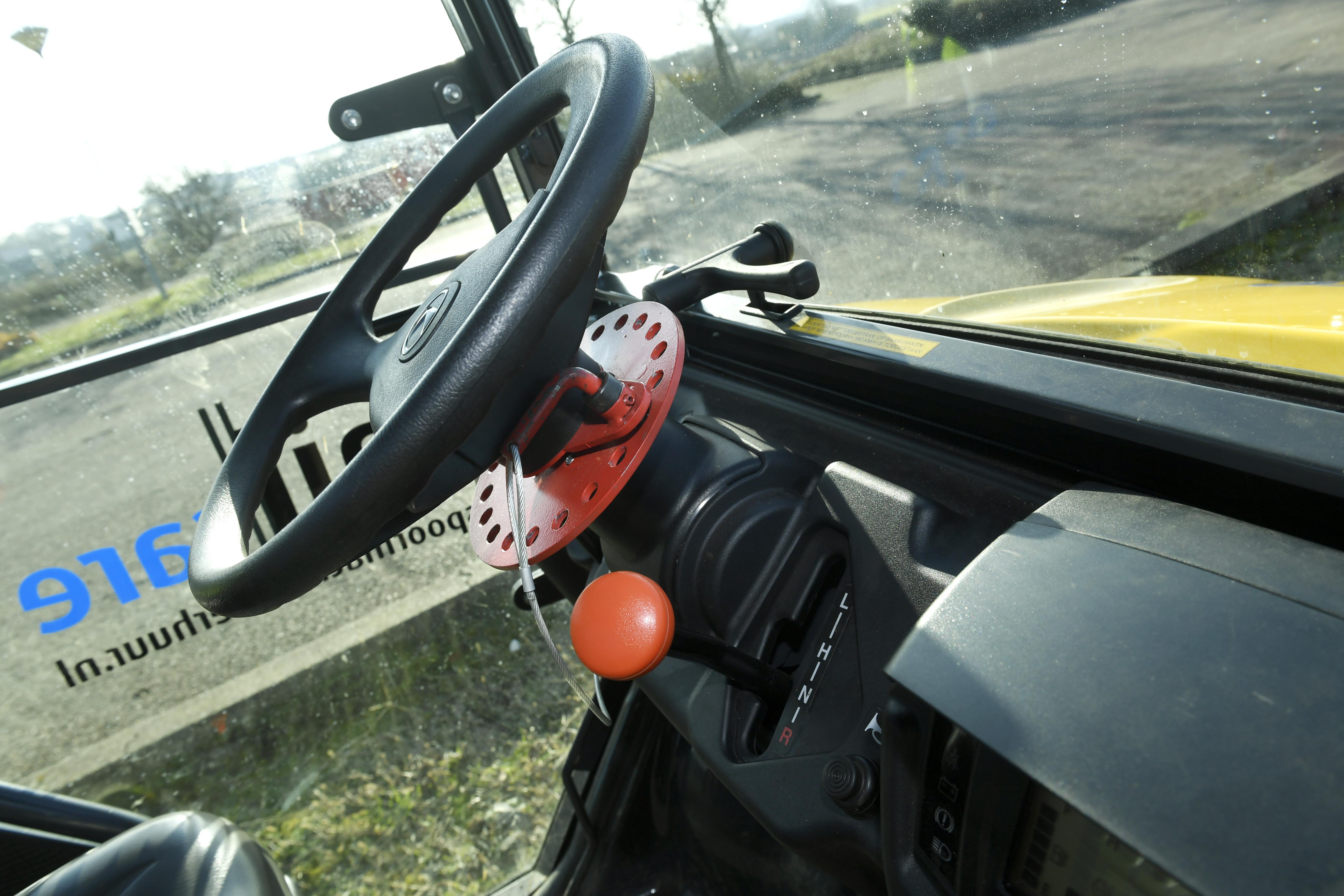 <p>De Kubota heeft stuurblokkering, zodat het voertuig steevast in het spoor blijft.</p>