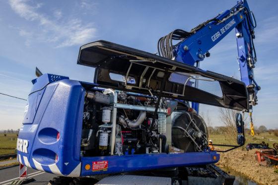 De machine van Gebr. De Koning is de eerste in Nederland geleverd A920 die voldoet aan de Stage IV emissie-eisen.