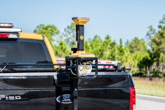 De RD-M1-scanner is de kern van het Topcon SmoothRide-concept voor het inmeten van het wegdek. Het LIDAR-systeem meet continu de afstand tussen de scanner en het wegdek.
