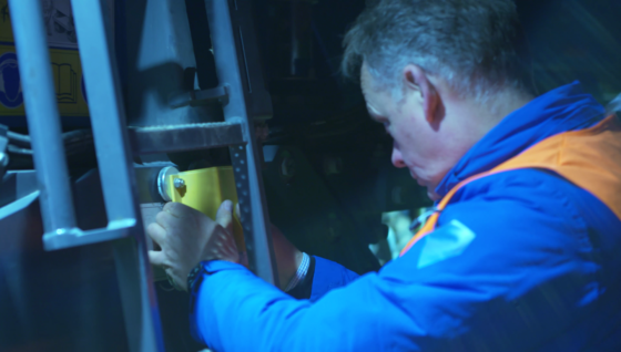 De direct-control-sensor wordt op de freesmachine van Infra-Techniek gemonteerd, zodat de freesrol automatisch aangestuurd kan worden via het 3D-model.