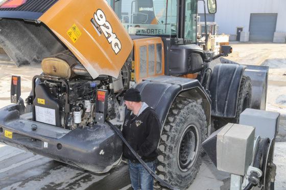 Dagelijks onderhoud is tot een minimum beperkt dankzij het automatische smeersysteem. Af en toe tanken is onontkoombaar. De motorkap opent overigens elektrisch.