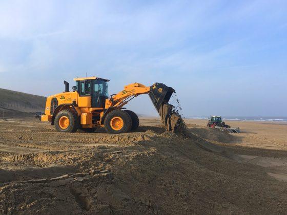 Hyundai HL940 houdt het strand schoon