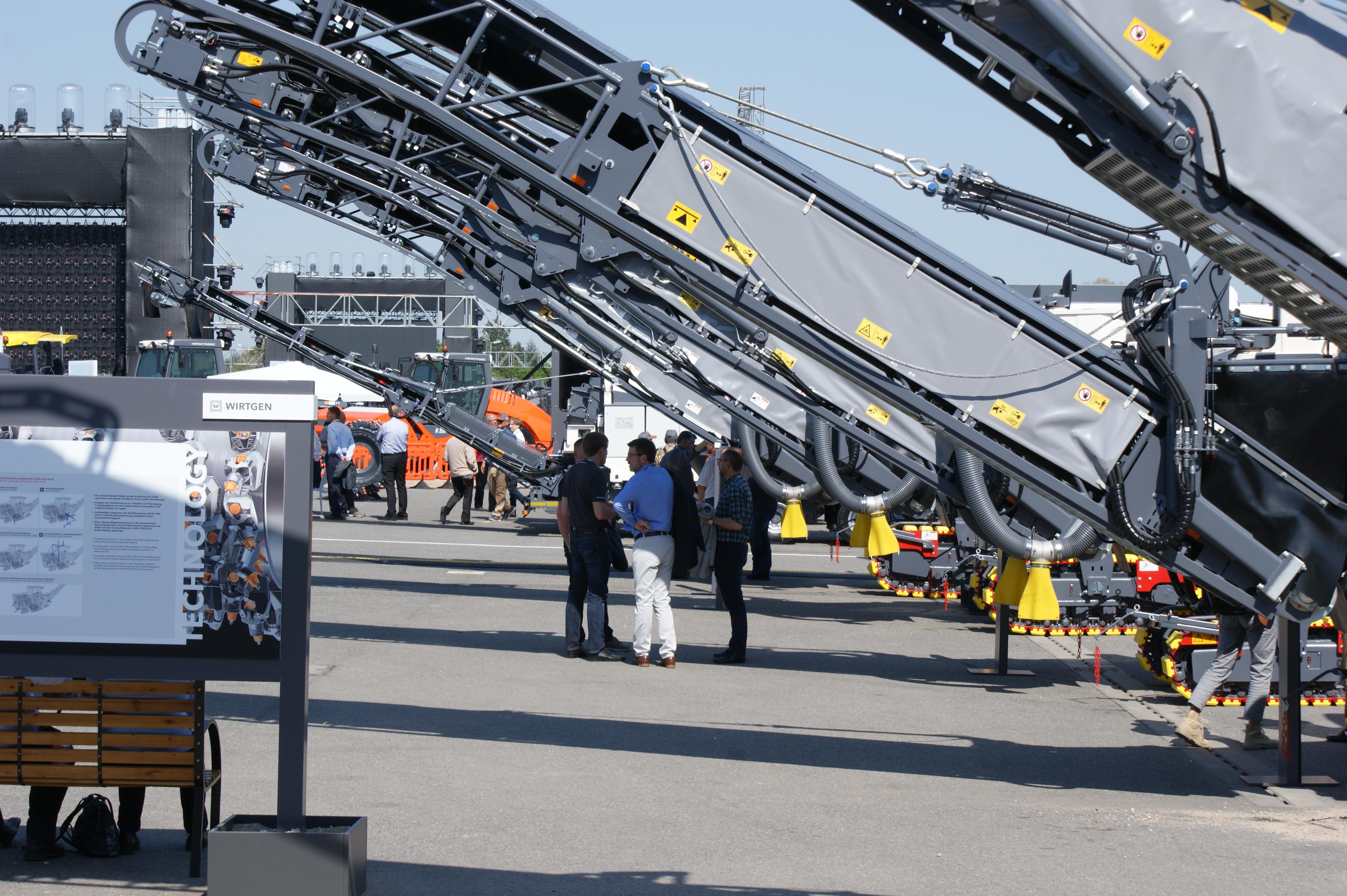 <p>Tijdens de Wirtgen Technology Days in en rond de fabriek van Vögele in Ludwigshafen werd praktisch het complete gamma van de Wirtgen Group getoond. Ruim 4.000 gasten had de fabrikant uitgenodigd om kennis te komen delen en zich te laten inspireren.</p>