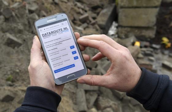 Apps maken het werken op en rond de bouwplaats gemakkelijker, overzichtelijker en efficiënter. Veelal beperken ze ook het gebruik van papier of maken het zelfs overbodig zoals deze (betaalde) begeleidingsbrieven-app.