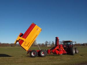 De in januari ingevoerde EU Verordening 167/2013 heeft ook directe gevolgen voor de Jan Veenhuis Chopper-combinatie. De wettelijk maximaal toegestane breedte van 2,55 meter vormde een uitdaging voor de R&D afdeling van de kipperfabrikant.