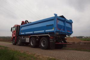 Veenhuis zandcontainer met HSE laadkraan voor Visscher BV