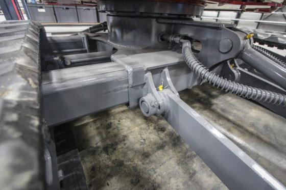 Uitschuifbare onderwagens zijn geen unicum, maar een slag van 40 centimeter is dat wél. De breedte van 1,50 meter geeft extra stabiliteit. Zeker in combinatie met de conventionele bouw.