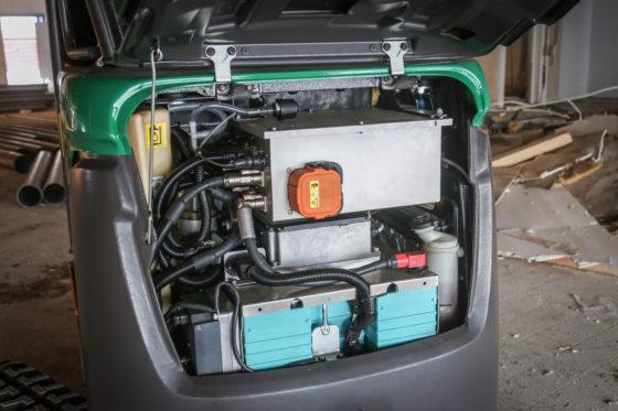 De dieselmotor ruimde het veld voor een accupakket met lader. Een compacte elektromotor drijft nu de hydrauliekpomp aan. Verder bleef de Volvo origineel, en dat houdt de kosten in de hand.