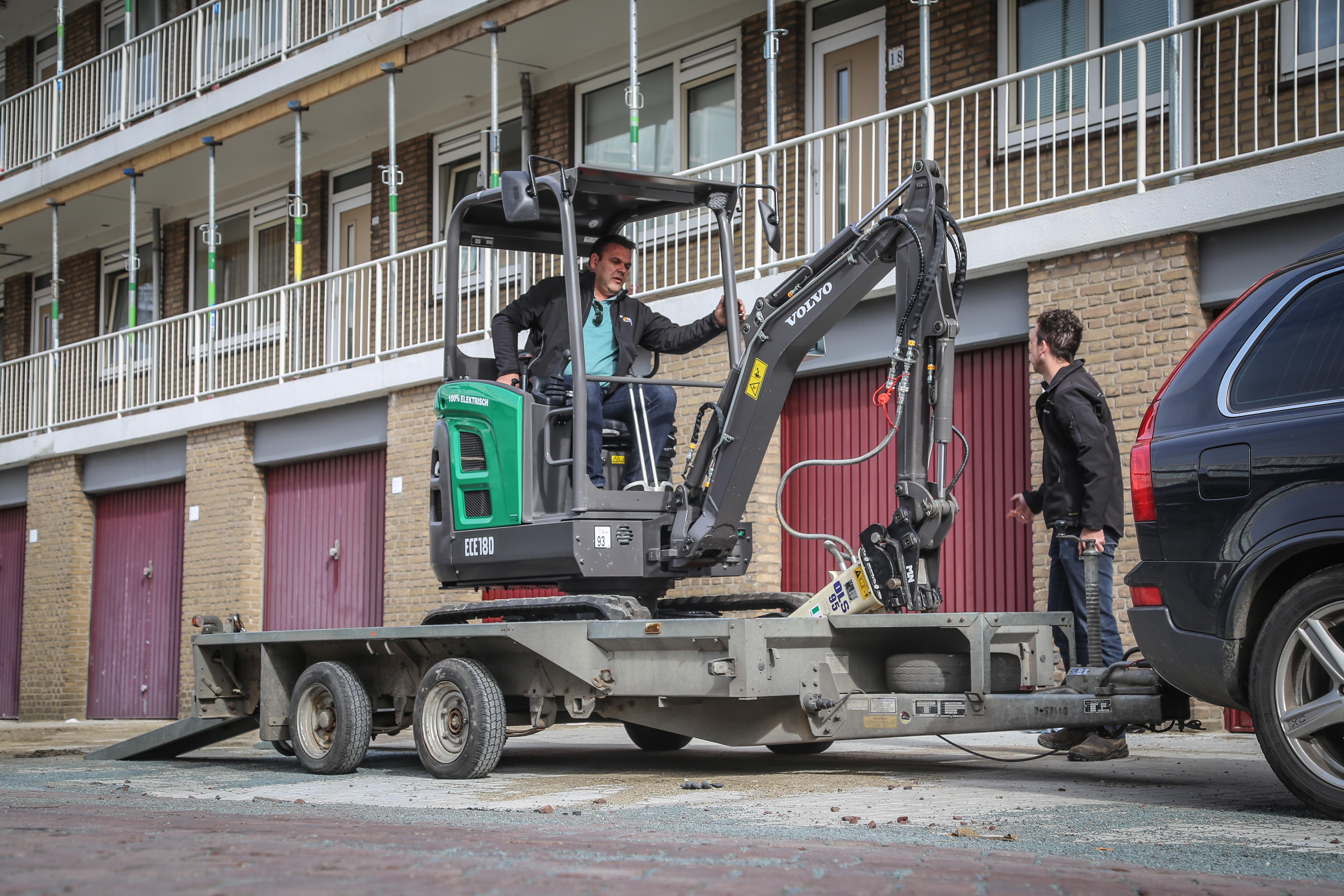 <p>Voorlopig gaat de elektrische Volvo via de verhuur de markt op. Rens de Bruijn wil een eerste serie laten bouwen voor de verkoop. Dan zal ook de aankoopprijs vastgesteld worden. </p>