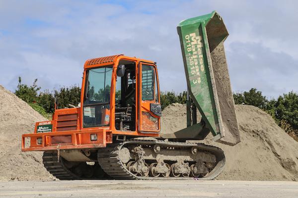 <p>De MST800-HR werd in 2010 nieuw gekocht en draaide intussen zo'n 2.700 uur. Het concept met de degelijke bak op een draaikrans bevalt Melse Maljaars nog altijd erg goed. </p>