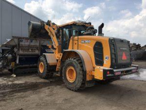 Specialist in onder meer afvalverwerking Spelt in Nieuwveen ruilde een Hyundai HL760 laadschop van 2008 in voor een nieuwe Hyundai HL960. Ook de nieuwe machine wordt ingezet bij de sorteerinstallatie.