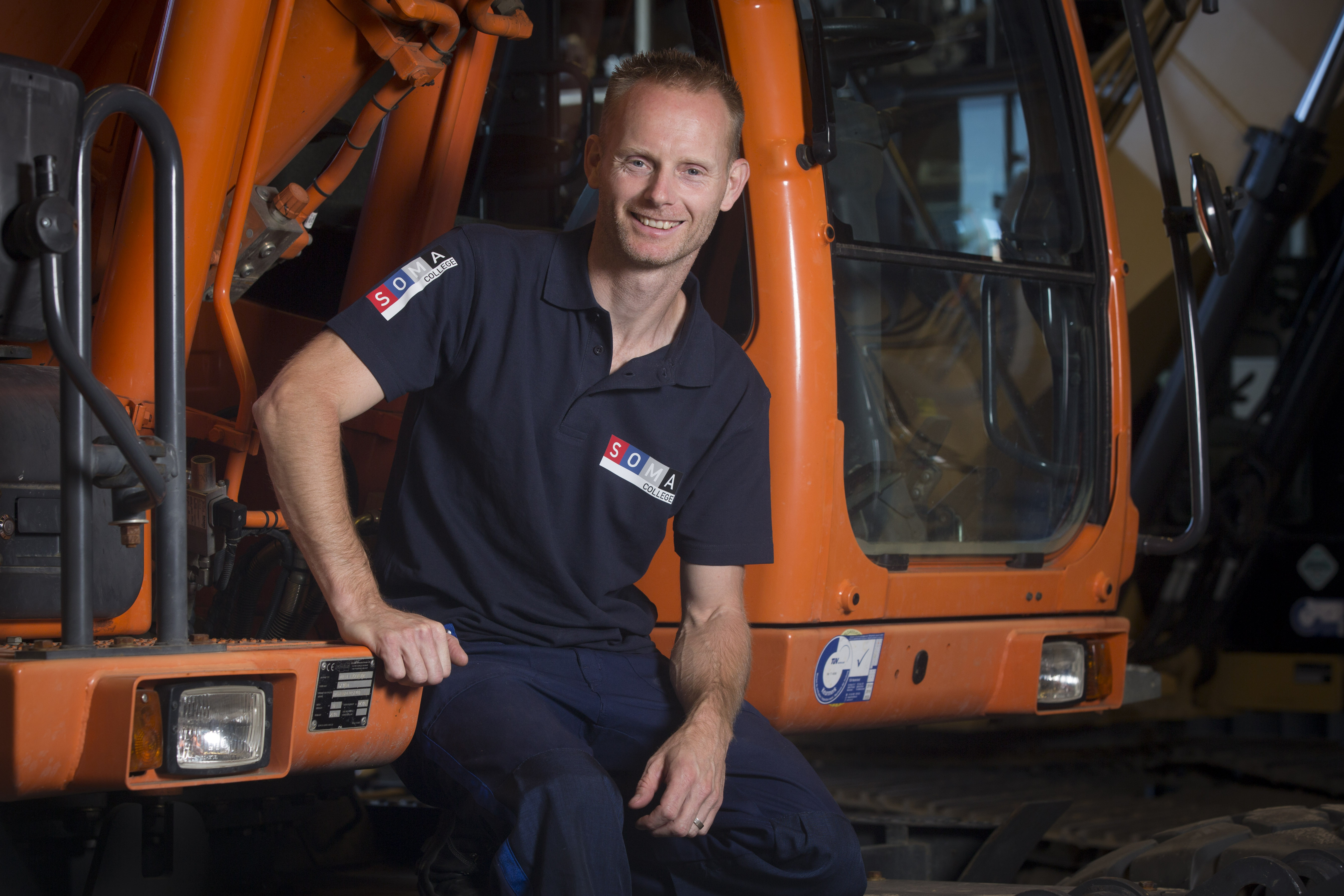 <p>Om de kennis op peil te houden heeft Patrick Vuijk Noorland heeft als docent monteur hydrauliek en motoren regelmatig contact met machineleveranciers. 'Als ik bel om een hydraulisch schema van een bepaalde machine, dan krijg ik die zonder problemen.'</p>