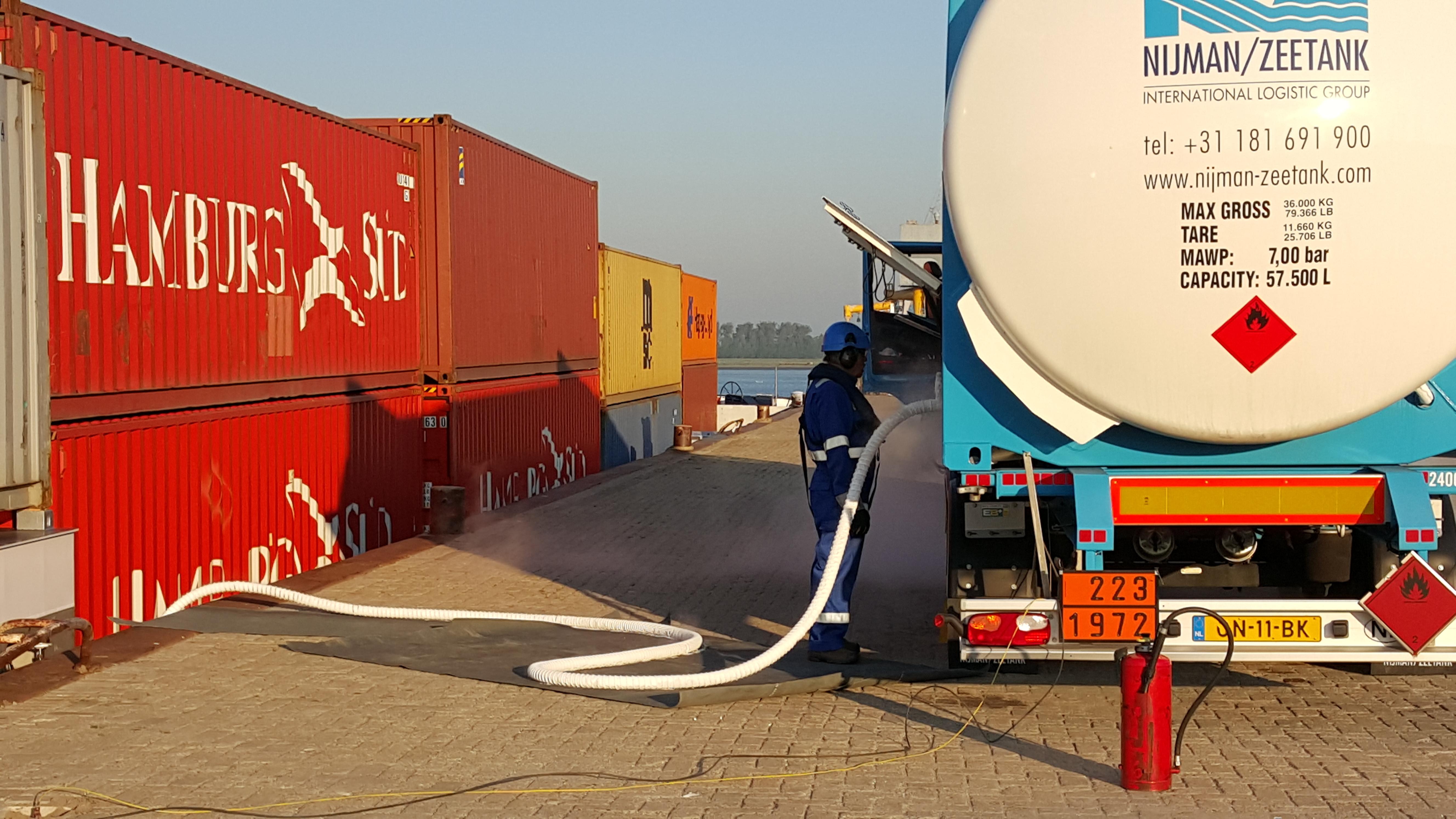 Schip-tankt-LNG.-Bron-Foto-Nationaal-LNG-Platform-Marjolein-Boer-20150911_081953