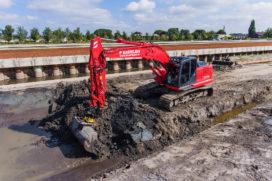 Kastelein gebruikt Kobelco SK210LC-10 vooral in de waterbouw