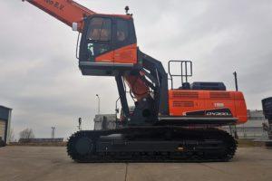 Anema levert Doosan DX300LC-5 SLR met verstelbare cabine