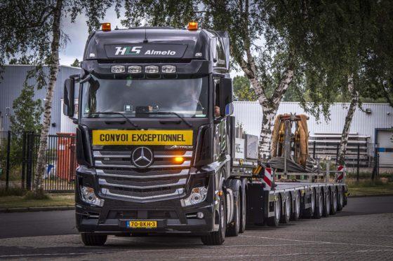 Vier Actros zwaartransporttrekkers voor HLS Almelo
