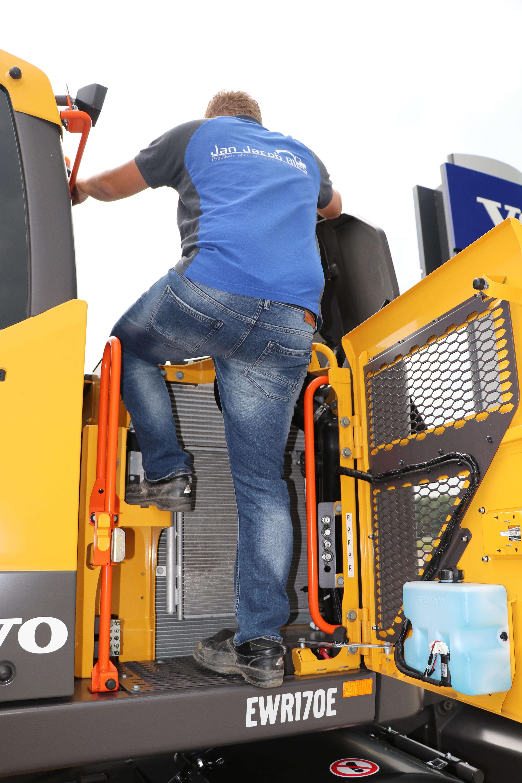 Signaalkleuren en een geïntegreerde opstap dragen bij aan het veilig beklimmen van de machine.