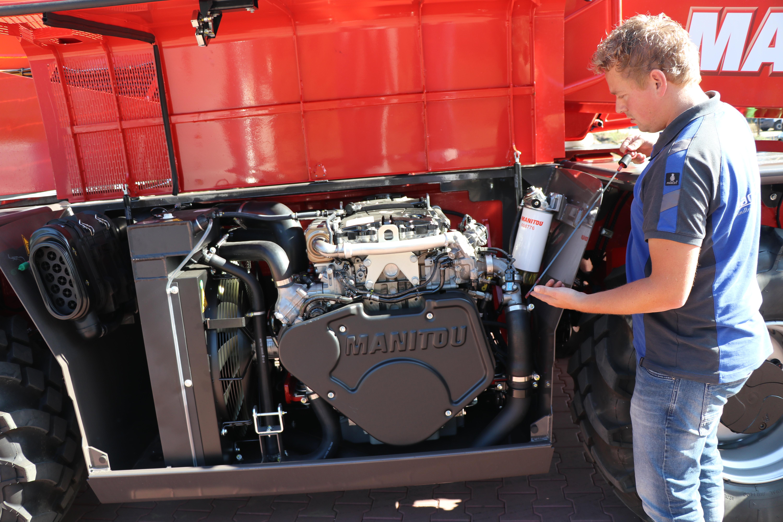 De 4 cilinder Mercedes motor is uitstekend bereikbaar.