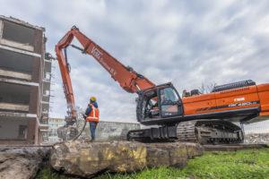 Eerste Doosan sloopmachine in Nederland is een 'rebuild'
