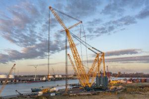 Grootste kraan ter wereld klaar voor eerste project