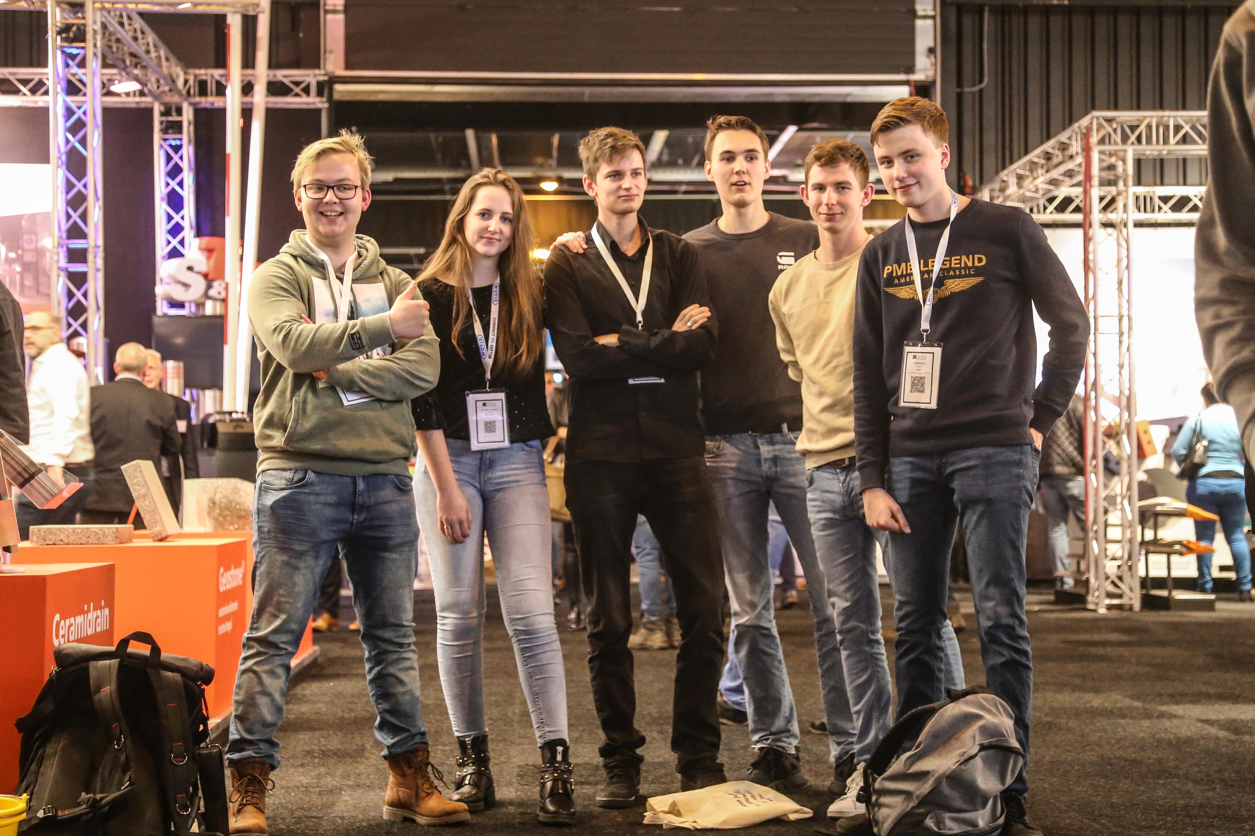 <p>Voor deze groep (Matthias, Marik, Marion, Thomas, Janick en Joppe) studenten Civiele Techniek aan het Windesheim in Zwolle is een bezoek aan de Infra Relatiedagen een vast onderdeel van de opleiding. Ze vinden de beurs interessant, maar zijn ook kritisch: 'Veel stands zijn alleen gericht op het verkopen van een product.'</p>