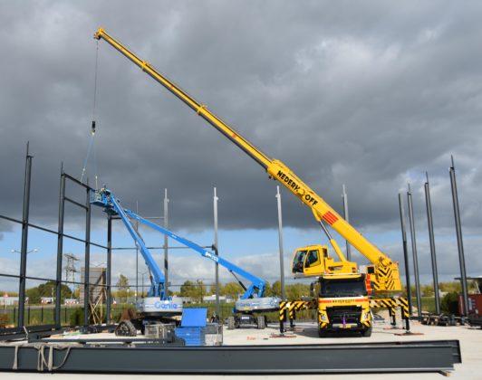 Tadano bouwt truckkranen op chassis Volvo FMX
