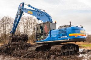 VIDEO | Kobelco SK210HLC-10 Hybrid voor aannemer Van Oostrum Westbroek