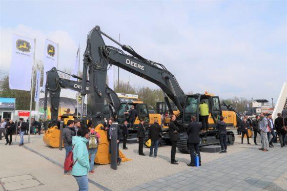 John Deere aast met grondverzetmachines op de Europese markt