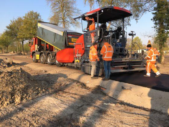 Nieuwe Dynapac SD2500CS voor asfaltverwerker Klompé