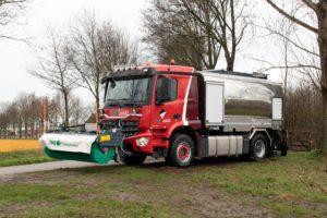 VGB Asfalt zet Arocs in als veeg- en kleefsproeiwagen