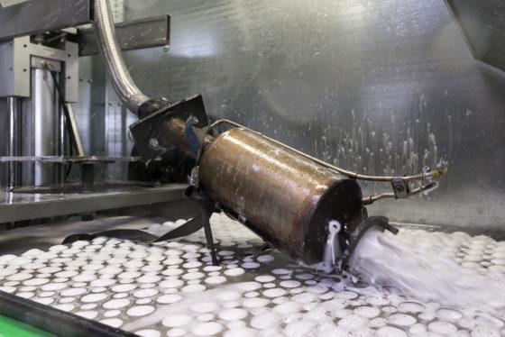 FOTOREPORTAGE | Roetfilter reinigen bespaart kosten