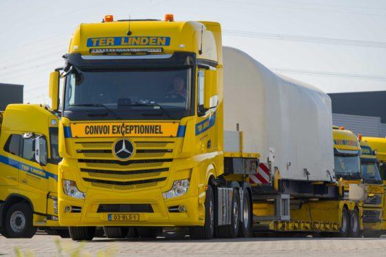 Drie nieuwe Actros trucks voor transport windturbines