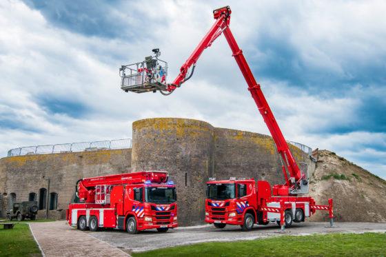 Twee Scania's met Bronto Skylift hoogwerker voor Veiligheidsregio Kennemerland