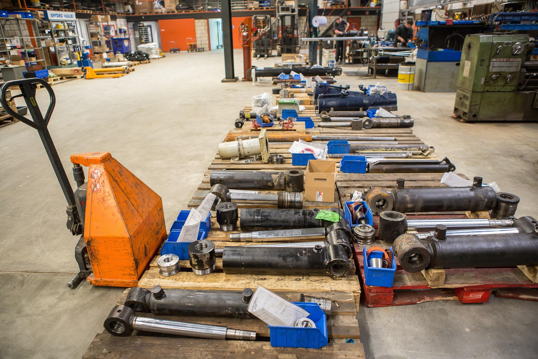 Revisie van een hydrauliekcilinder