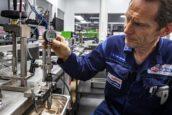 FOTOREPORTAGE | Testen en reviseren van common-rail injectoren