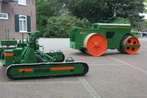 Europa's oudste werkende asfaltmachine naar nieuw wegenbouwmuseum