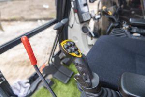 Explosieven opsporen met Kobelco SK140SRLC-5